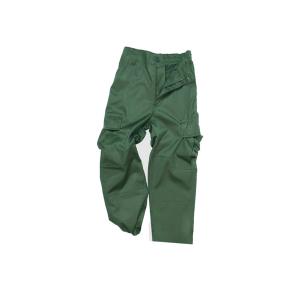 Pantalón de Niño en Color Olivo 66% poliester y 25% algodón Tallas 4 a 16 años Miltec 50223.
